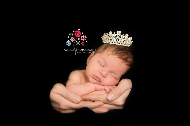 newborn photography morristown nj princess with her crown by www.avnidaphotography.com
