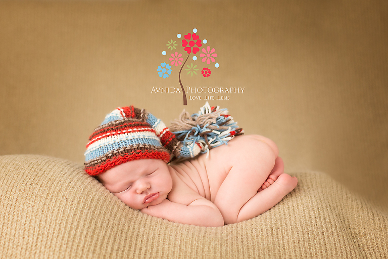 newborn photography basking ridge nj in a colorful cap by www.avnidaphotography.com