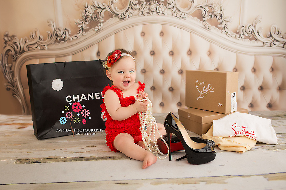 10 photographs from when a cute 1 year old girl goes shopping. Black Bedroom Furniture Sets. Home Design Ideas