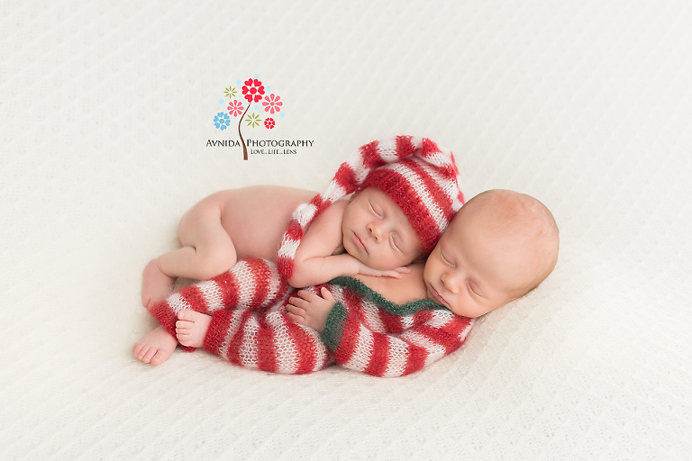 Photography Ideas for Twins - Best friends work and relax together