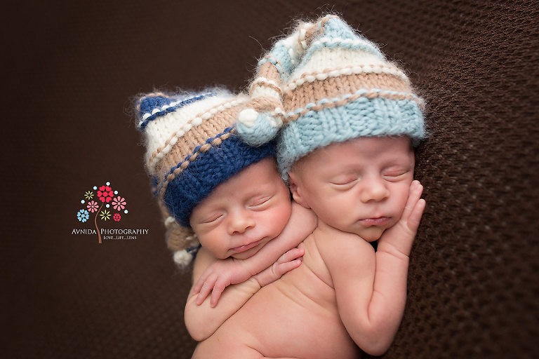 Newborn twin photography ideas - Because best friends rely on each other