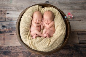 Ideas for twins newborn photography