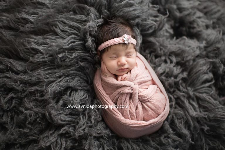 Newborn photography monmouth county nj the contrast here is just beautiful